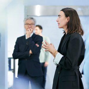Pauline Marchetti et Jaques Ferrier dans l'exposition « Entre-deux, une architecture de la résonance ». Photo crédit : Benoit Rousseau