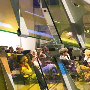 Photographie de la table ronde dans l'exposition «Entre-deux, une architecture de la résonance». Photo crédit : Xavier Hébert